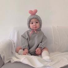 Детская зимняя одежда с длинным рукавом и объемным сердечком;