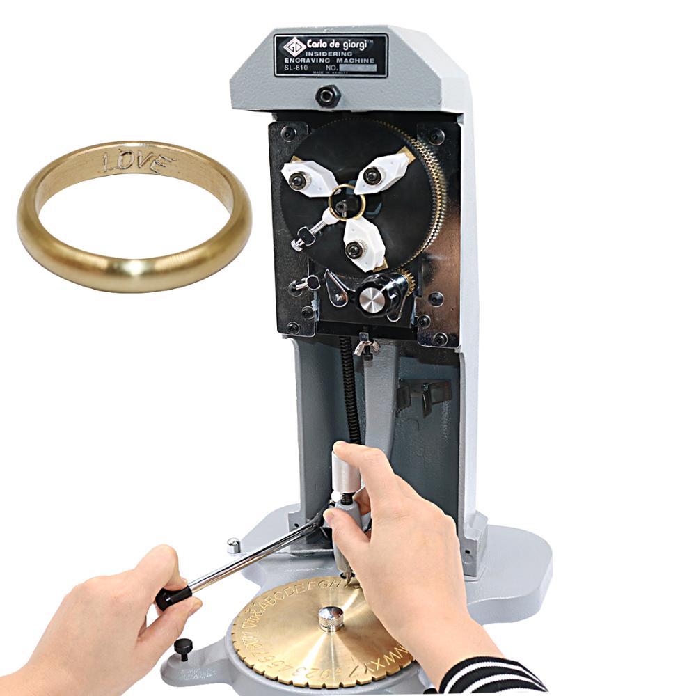 À l'intérieur du traceur de coupe de trou d'anneau, machines de bijoux à l'intérieur de la Machine de gravure d'anneau, une plaque de lettrage + une pointe de diamant