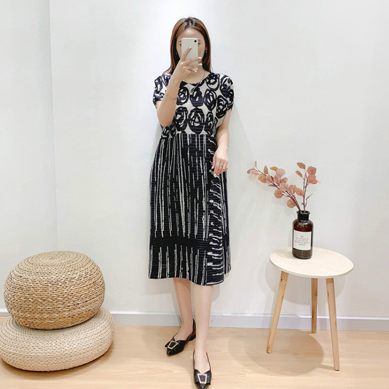 Summer Dress Plus Size For Women 45-75kg 2020 Elastic Miyake Pleated Printed Round Neck Short Sleeved Loose Casual Dress Midi