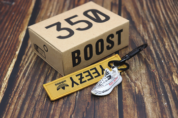 Handmade Boost 350 V2 3D Mini Sneakers Keychain Small Shoes Model AJ Key Ring High Quality Fashion Jewelry 2