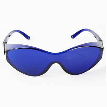 Safety Glasses Made With PC Material And light Absorbing Materials For Use As Protection Goggles