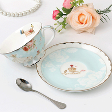 Retro Tea Cups Romantic Lace European Bone China Coffee Cup Saucer With Spoon Special Fancy Gift Handgrip Drinkware With Tray