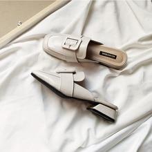 Роскошные женские шлепанцы с низким квадратным носком; женские тапочки; дизайнерские мягкие туфли на резиновой подошве с пряжкой и ремешком;