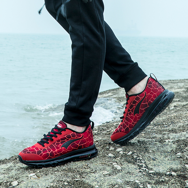 Купить с кэшбэком ONEMIX Running Shoes For Men Breathable Outdoor Sport Sneakers Lightweight Athletic Jogging Walking Shoes Size 39-47 Sneakers