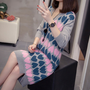 Image 4 - Nkandby Plus Size długie swetry damskie jesienno zimowa moda luźna dekolt w serek nadruk w kształcie serca słodka Oversize z rozcięciem, dziergana sukienka z dzianiny