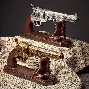 """Image 4 - Творческий Винтаж смолы пистолет Модель """"Пуля"""" изделия ручной работы в стиле ретро пистолет Модель Ремесленная Статуэтка орнамент домашний декор винного шкафа стол подарок"""