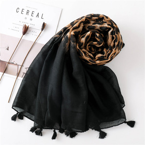 Image 4 - Moda Europa América borla de algodón para bufanda diseño Animal leopardo bufandas primavera otoño invierno largo versátil Pashmina chal
