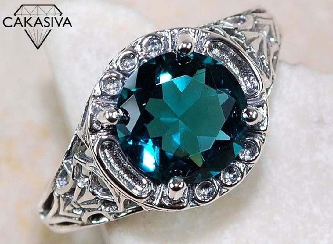 925 Vintage Thai Silver Openwork Flower Ring AAA Green Zircon Ring Gift Silver Jewelry Wholesale