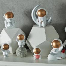 Figuras de astronauta en 3D de estilo nórdico, decoración del hogar, artesanías, miniaturas de Luna, Decoración de casa, decoraciones de planeta para habitación de niños, regalos