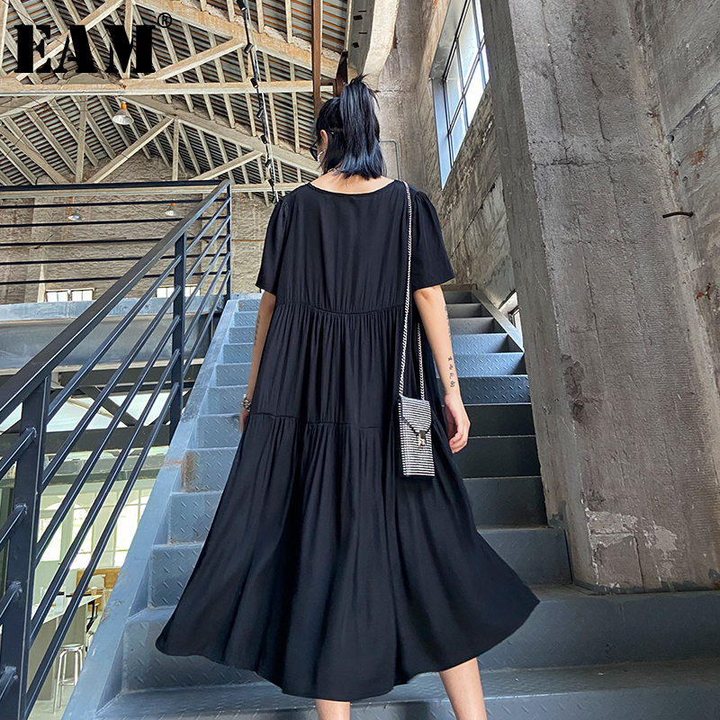 [EAM] Women Black Back Pleated Big Size Ent Dress New V-Neck Half Sleeve Loose Fit Fashion Tide Spring Summer 2020 1W957
