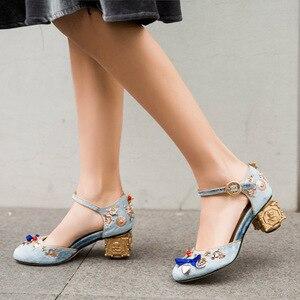 Image 5 - Phoentin azul veludo mary jane sapatos flores em forma de coração decoração estranho metal saltos borboleta nó fivela bombas sapatos ft268