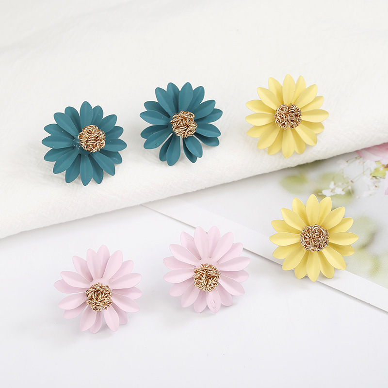 Hot Sale 3 Sun Flower Color Earrings For Girls Cute Little Daisy Metal Stud Earrings Women Gift Hot New Fashion Jewelry