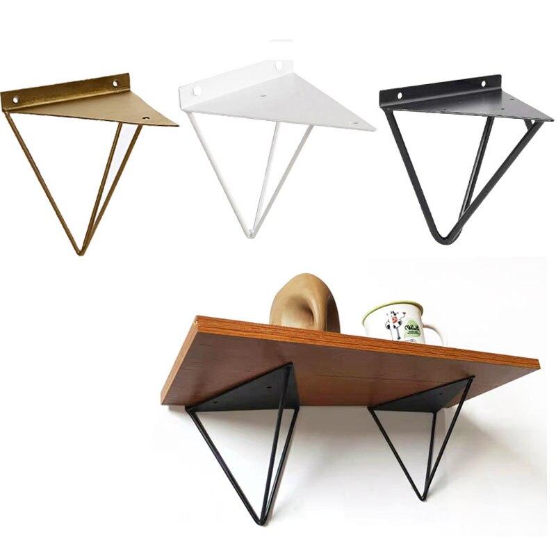 ensemble de support triangulaire en metal support lourd utilise pour poser une etagere murale sur une planche support d etagere de produits