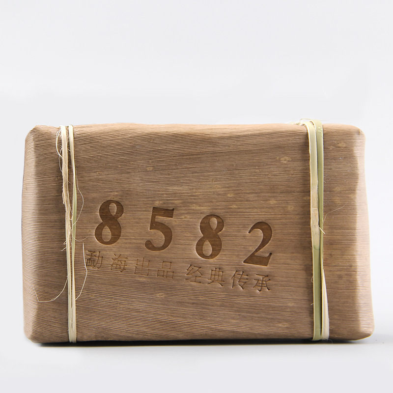 2012 Yunnan Menghai Old Tree Shen Pu-erh Classical 8582 Raw Pu'er Tea Brick 250g