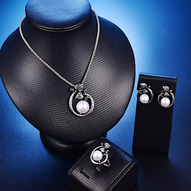TSHOU216 mode mariage papillon perle collier blanc boucles doreilles anneau trois pièces