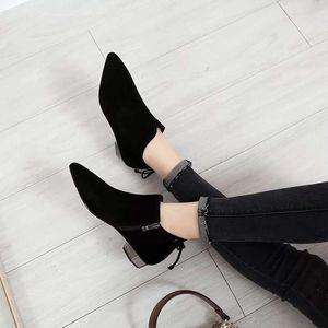 Image 2 - รองเท้าบูทข้อเท้าสำหรับสตรี 2018 ใหม่ฤดูหนาวบุคลิกภาพอังกฤษ Martin boots รองเท้าสุภาพสตรี frosted หนา boot pointed และเปลือย
