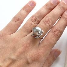 Фантастическое кольцо с большим серым жемчугом модные белые