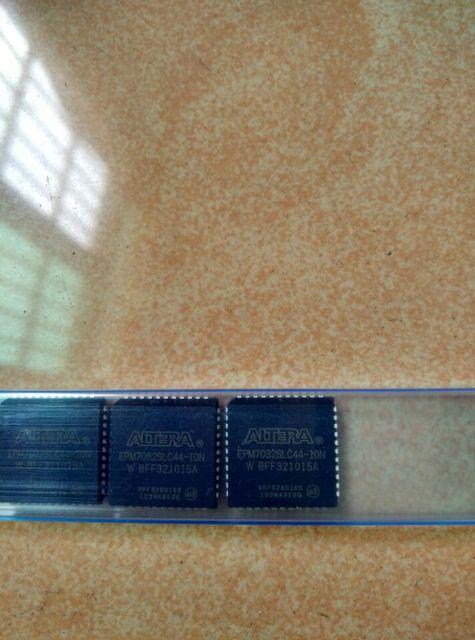 X10 UPD77P25D x50 FM1808 SG x50 EPM7032SLC
