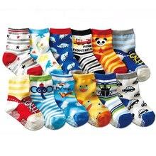 Meias de bebê chão antiderrapante crianças anti deslizamento personagem meias de algodão novidade sapato presentes para o bebê menino e menina chinelo 1 lote = 10 pares