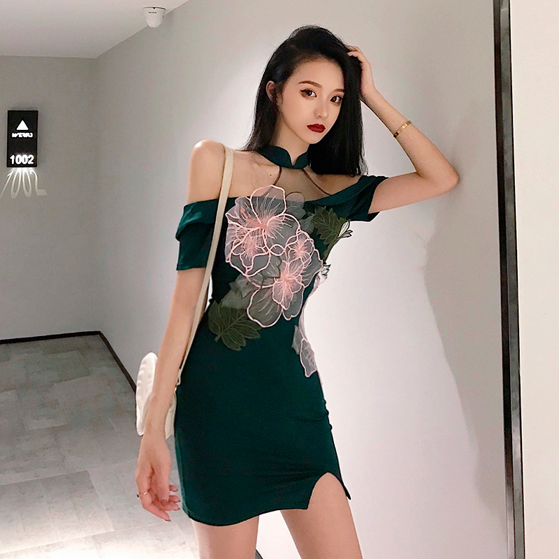 2020 Chinese Dress Cheongsam Sexy Qipao Halter Backless Hollow Out Perspective Bodycon Satin Dress Women Nightclub Party Dress