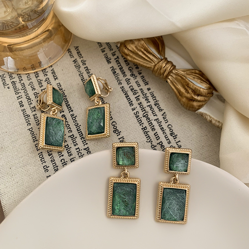 Vintage Simple Green Crystal Square Clip on Earrings Baroque Green Resin Stone Geometric Clip on Earrings Without Piercing Women