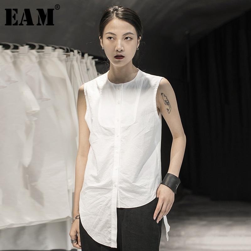 [EAM] Women White Burr Split Joint Irregular Blouse New Round Neck Sleeveless Loose Fit Shirt Fashion Spring Summer 2020 1Y361