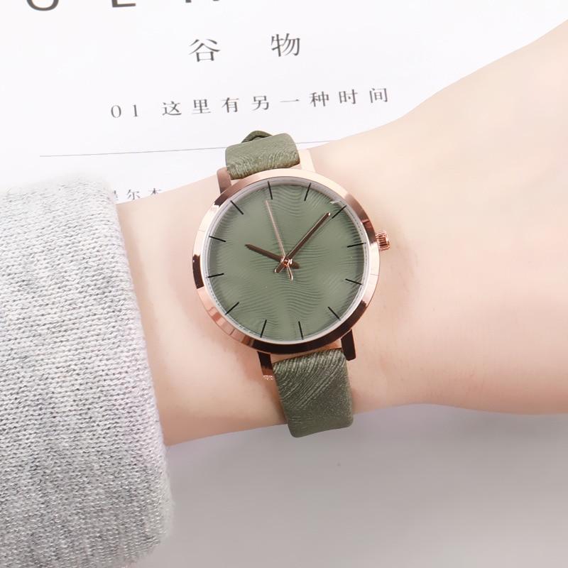 Fashion Casual Women Retro Green Wrist Watch Leather Simple Designer Ladies Clock Simple Dress Gfit Montre Femme