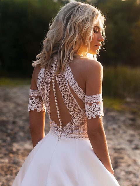 Simple A-Line Wedding Dresses Sexy Illusion O Neck Off Shoulder Button Cut-Out Lace Appliqued New 2021 Long Bridal Gowns Custom 2
