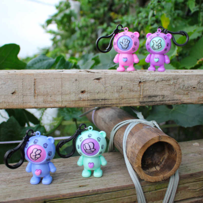 2019 New Creative Family Mora Games Games Rock Paper Scissors Play Key Round Egg Mixed Family Keychain Car Pendant Small Gift