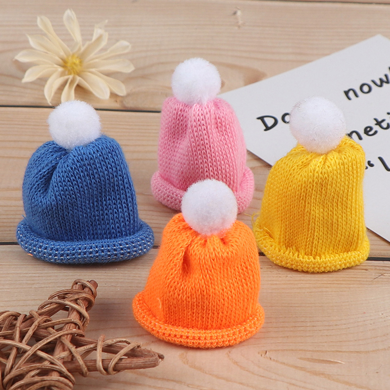 1:12 Scale Red Woolly Beanie Hat Tumdee Dolls House Miniature Clothing Accessory