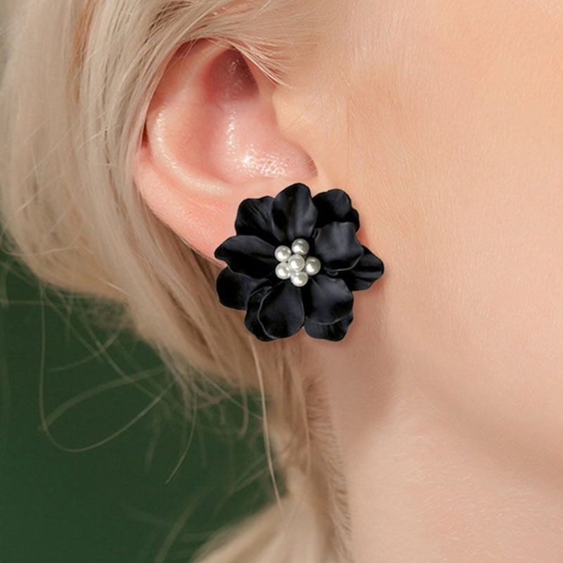 Sexy Woman Black Flower Earrings Party Club Accessories Ear Stud Earrings Fashion Jewelry Korean Pearl Earrings Moda Mujer 2020