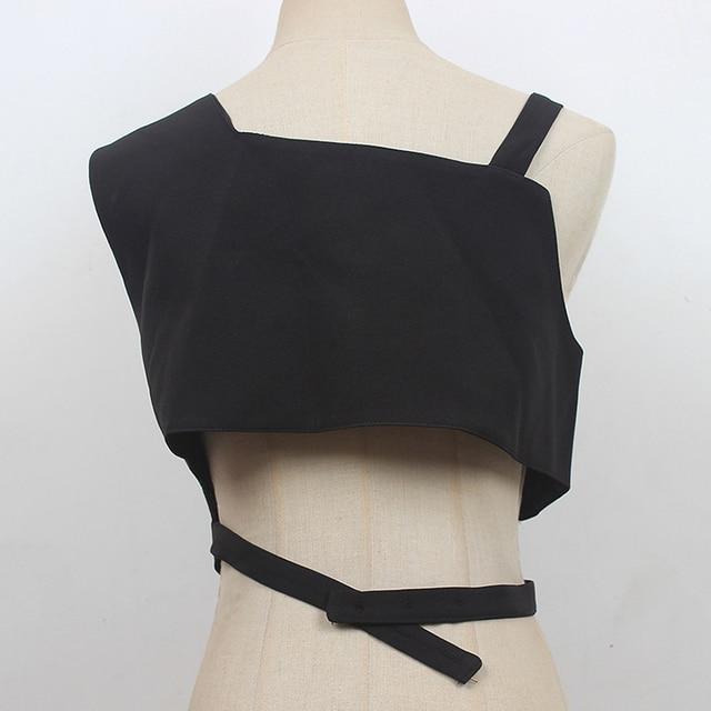 [EAM] Women Loose Fit Black Irregular Bandage Short Vest New V-collar Sleeveless Fashion Tide Spring Summer 2021 1DE0596 2