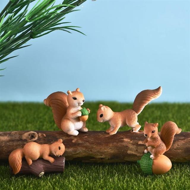 4pcs/Set Lovely Squirrel Family Model Cartoon Animal Figurine Dollhouse Cake Home Decor Miniature Fairy Garden Decoration 1