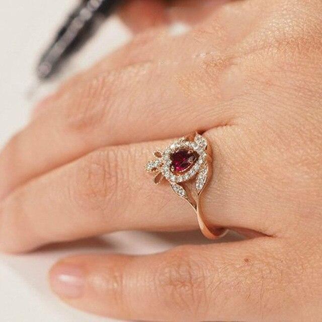 Фото женское кольцо из розового золота вечерние красным цирконом