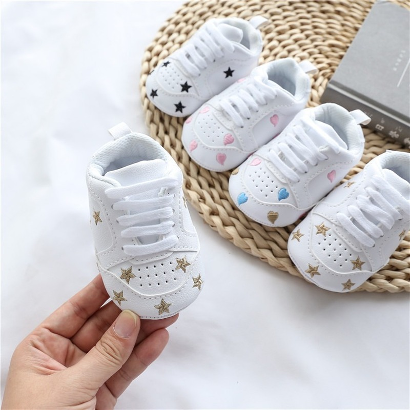 Baby Shoes Letter Printed Soft Bottom Footwear Heart-shaped 0-18M Newborn First Walker title=