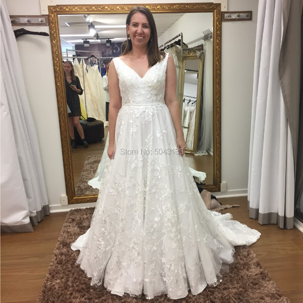 Exquisite Lace Applique V Neck Wedding Dresses Ivory A Line Sleeveless Wedding Bridal Gowns 2022 Long Backless Bride Dress