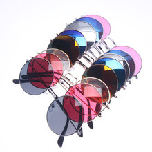 Gafas de sol ovaladas pequeñas Retro para mujer, Estilo Vintage femeninos de anteojos de sol, de marca, en Color negro, rojo, de Metal, regalo de San Valentín