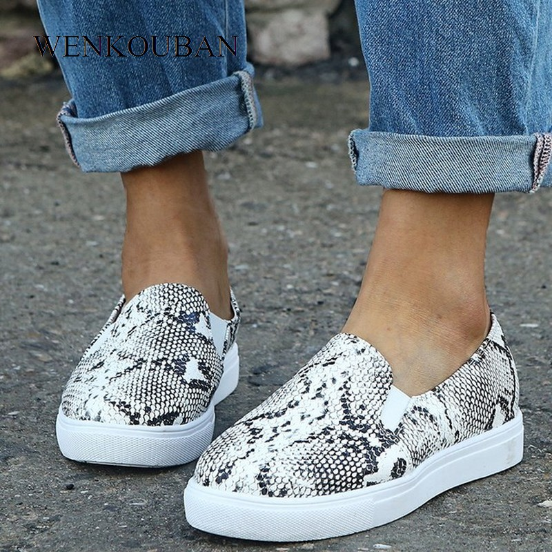 Women Pu Snake Print Leather Loafers Woman Mix Color Slip On Flat Shoes Female Plus Size 2020 Platform Casual Walking Shoes