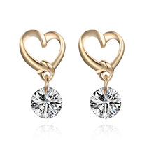 цена на Yiwu Factory Direct Selling Korean Version Fashion Quality All Kinds of Accessories Love Lady Earrings Wholesale