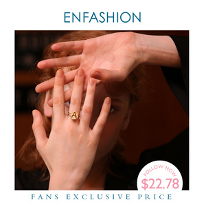 Image 1 - Enfashion מכתב ראשוני בורג טבעת עבור נשים נירוסטה זהב צבע מתכוונן Knuckle מכתב טבעות תכשיטים 188007