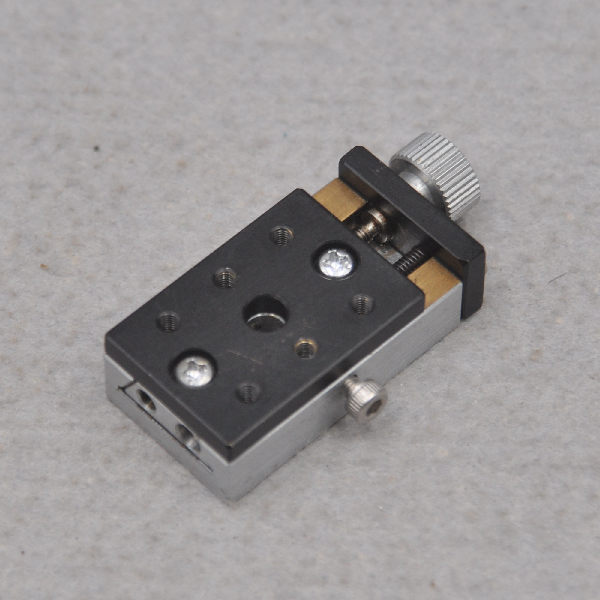 X Axis 24 * 35mm Sigma Manual Dovetail Small Optical Y Axis Precision Cross Lift Fine Adjustment Displacement Slide