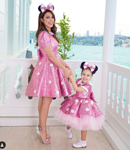 Shourt Sleeve Pink Sequin Mother Daughter Dresses Knee Length Girls Birthday Party Dresses Celebration Dresses Pink Prom Gowns