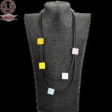 UKEBAY renkli kare ahşap gerdanlık kolye kadınlar kauçuk takı kısa kazak zincirleri siyah kolye giysi aksesuarları hediye