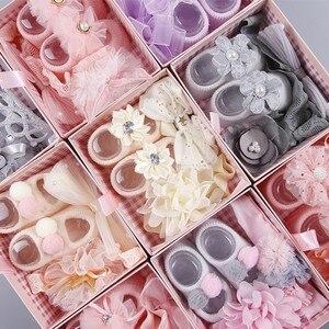 Комплект из 3 предметов; повязка на голову с бантом и цветами для новорожденных девочек; аксессуары для волос; носки в подарочной упаковке; Р...