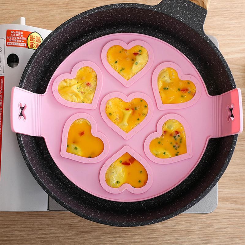 Erineva kujuga vormid munade ja pannkookide valmistamiseks. 2