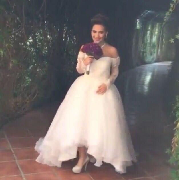 2020 Elegant Off The Shoulder Sweetheart Appliqued Long Sleeve Short Front Long Back Wedding Dresses