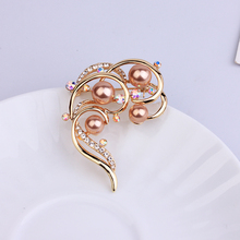 Fashion Gold Brooch Pin Rhinestone Brooches Office Pins Trendy Jewelry Accesorries Pearl Brooches For Women Girls Gift 2019 New cindy xiang rhinestone large pin brooches for women vintgae sweater pin fashion design wedding brooch high quality new 2020
