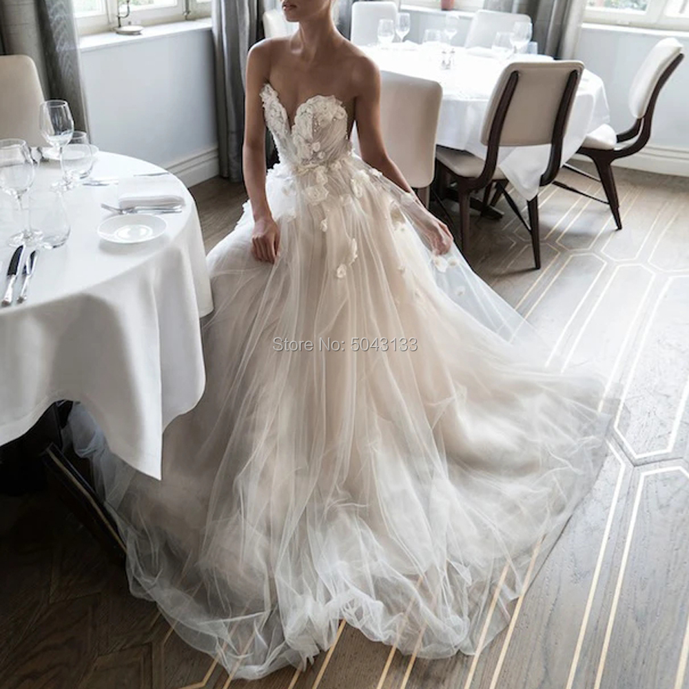 Bohemian Wedding Dresses Romantic A-line Sheer Scoop Neckline Handmade Flowers Beading Bridal Gowns Long Pleated Bride Dress
