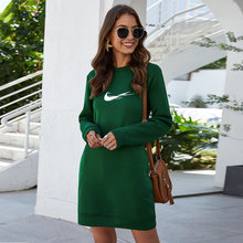 O mais recente moda all-match o-neck manga comprida cor sólida casual solto vestido básico bolso all-match moletom com capuz feminino retro mini