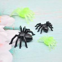 30/50/100 pçs halloween mini plástico preto luminosa aranha brincadeira diversão brinquedo de aniversário diy decoração aranha 2cm adereços de festa de aranha